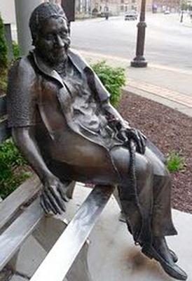 wilkinson_statue2